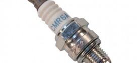 Bugi NGK CMR6A của máy thổi khí đeo vai Makita EB7650TH
